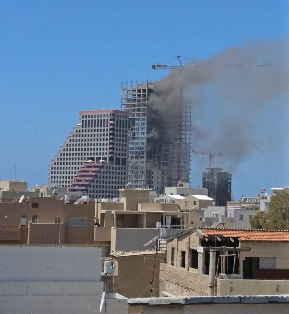 השריפה בתל אביב, היום (צילום: יהונתן כרמי) (צילום: יהונתן כרמי)