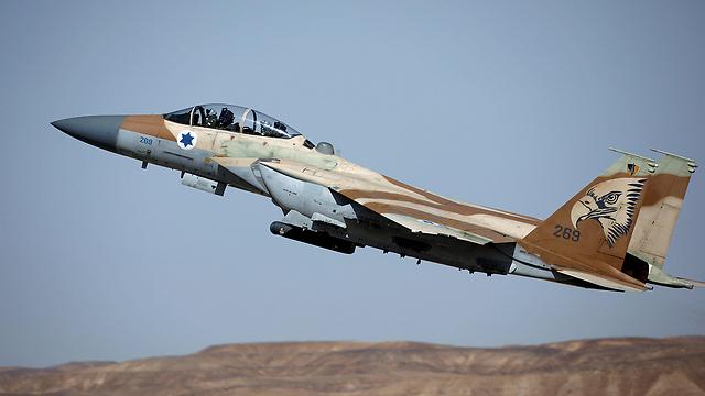 לצד אף-15 של חיל האוויר הישראלי (צילום: רויטרס) (צילום: רויטרס)