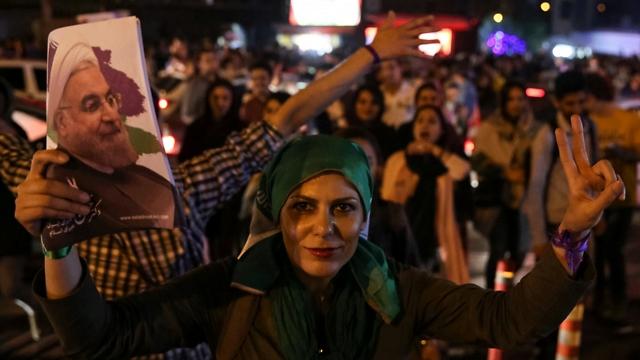 תומכי רוחאני חוגגים ברחובות טהרן (צילום: רויטרס)