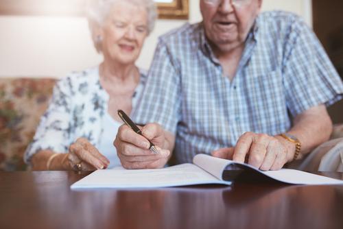 Мошенничество с завещаниями: как уберечь пожилых родителей от кражи имущества