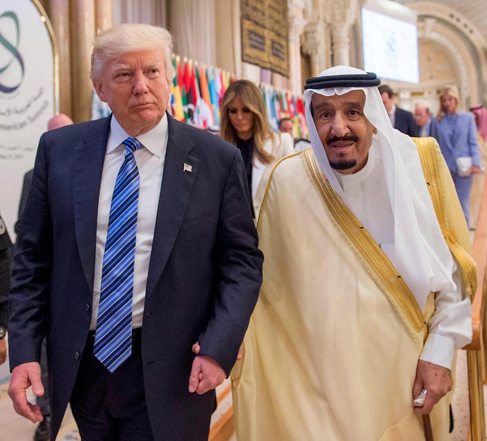 ברית שמבוססת בעיקר על אינטרסים כלכליים. טראמפ ומלך סעודיה סלמאן (צילום: EPA)