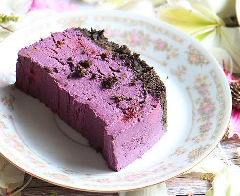 עוגת טבעונית עם אגוזי קשיו ואוכמניות (צילום: הודליה כצמן BakeCare)