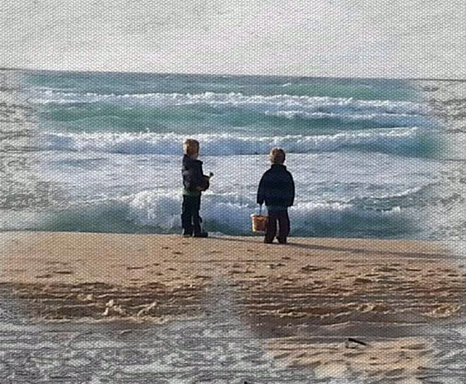 """שני הבנים שנולדו לה מיחסיה עם י'. """"כל המשאבים תועלו למקום האמהי"""" (צילום: אלבום פרטי)"""