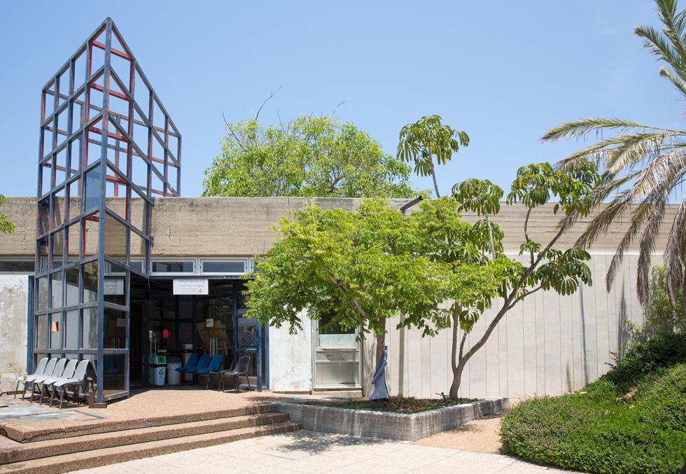 בית הספר הנוכחי. תוכנן במקור כחדר אוכל, ובמרוצת השנים עלה מספר הסטודנטים - בשעה שהמבנה אינו הולם את השימושים (צילום: דור נבו)