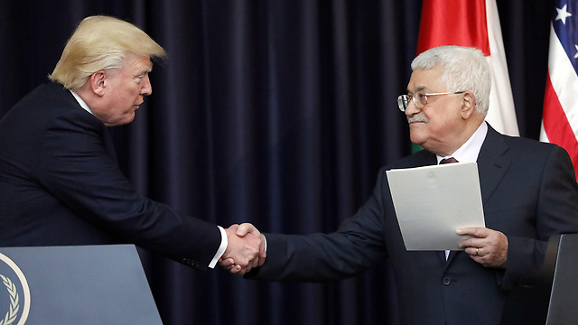 Trump meets with Abbas in Bethlehem (Photo: AFP)