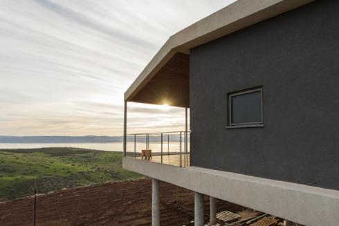 """""""אדריכלות שמייצרת חוויה"""", אומר האדריכל, """"לא חייבת להיות קשורה ישירות בתקציב"""" (צילום: אסף אורן)"""