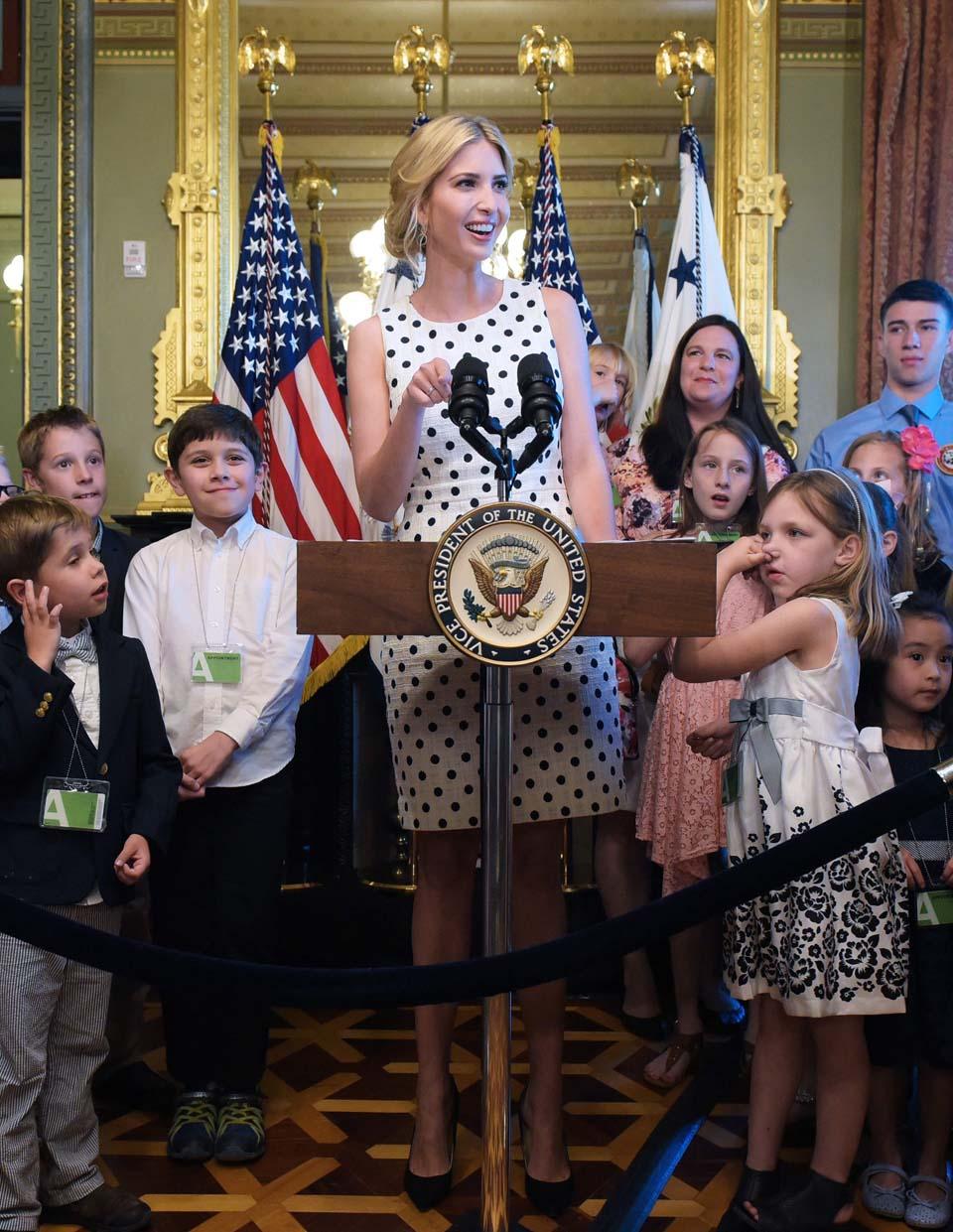 Белое в горошек? Почему бы и нет. Фото: AFP