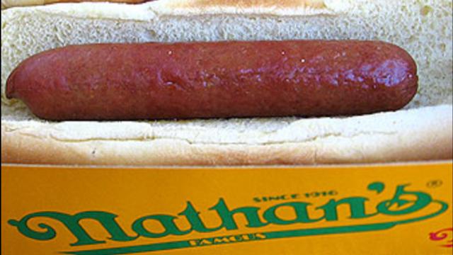"""הנקניקיות המפורסמות בארה""""ב. Nathan's"""