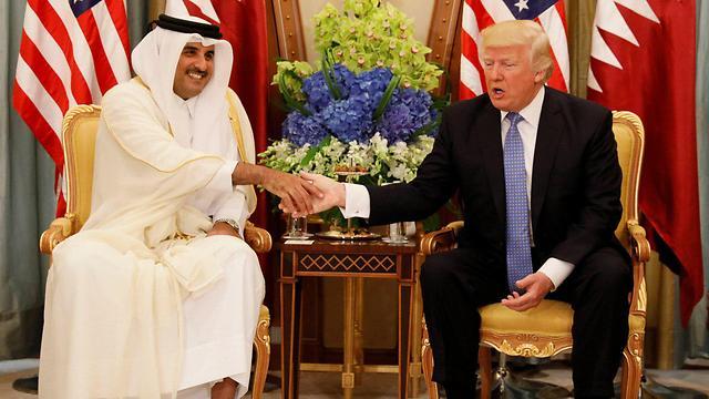 """""""שותפות בין קטאר לישראל יכולה לעזור לתושבי עזה"""". טראמפ ואמיר קטאר (צילום: רויטרס)"""