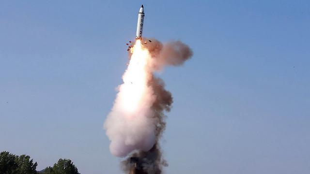 הצפון קוריאנים הבהירו שלא יסגרו את תוכנית הגרעין והטילים הבליסטיים, אבל שיהיו מוכנים לדבר על הגבלות (צילום: AFP)