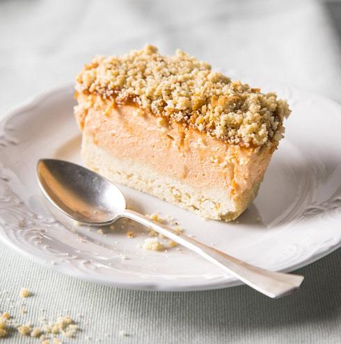עוגת גבינה פירורים עם ריבת חלב (צילום: אפיק גבאי)