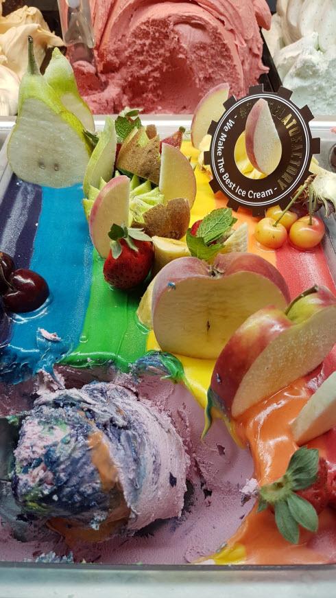גלידה מהממת בג'לאטו פקטורי בשרונה מרקט (צילום: ירון ברנר)