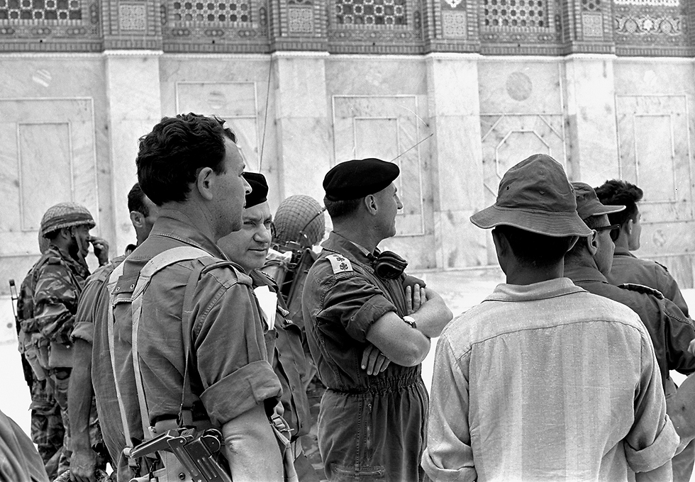 The Western Wall and Temple Mount. From left to right: Colonel Mordechai (Motta) Gur, commander of the 55th Paratroopers Brigade, Deputy Chief of Staff Major-General Haim Bar-Lev and Colonel Shlomo Lahat