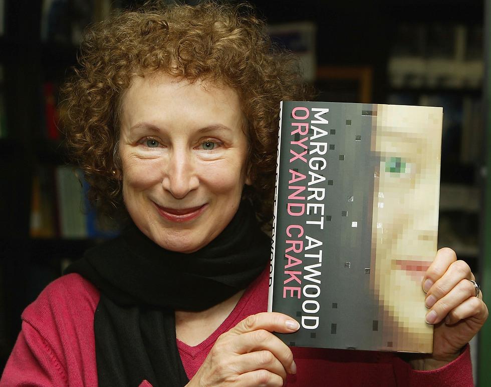 """מרגרט אטווד עם """"ORIX AND CRAKE"""" ב-2008. תרופת פלא הרסנית לאושר (צילום: Getty Images Imagebank)"""