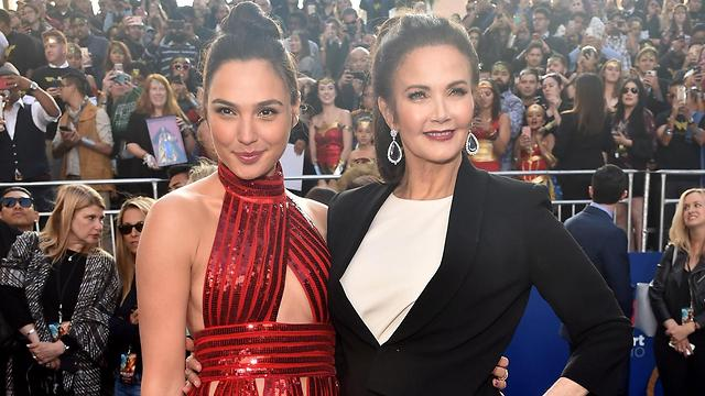 Gal Gadot with Lynda Carter (Photo: AFP) (Photo: AFP)