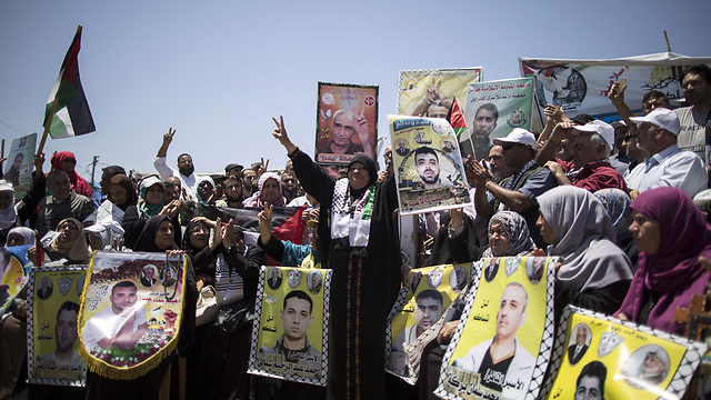 Palestinians celebrating the end of the hunger strike (Photo: AFP) (Photo: AFP)