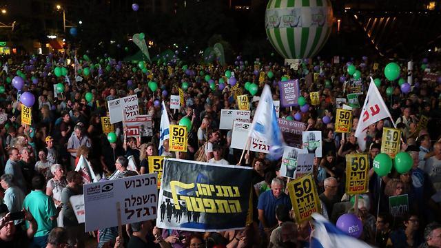 הפגנת השמאל בכיכר רבין בתל אביב (צילום: מוטי קמחי) (צילום: מוטי קמחי)