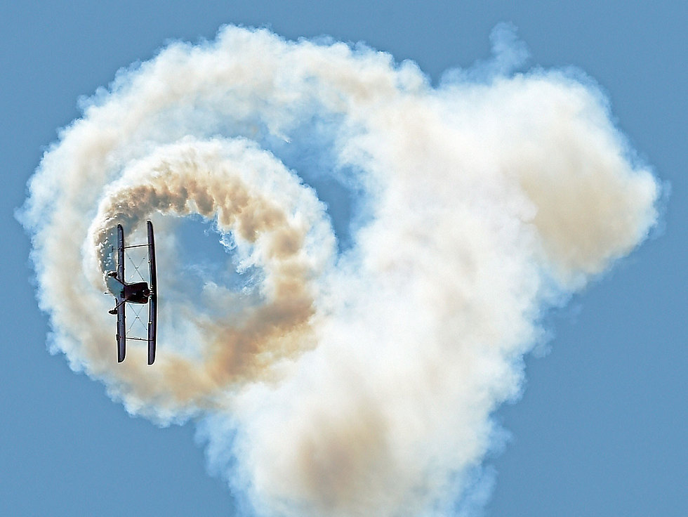 טייס צוות אווירובטי מפגין את ביצועיו באירוע ראווה ברוד איילנד (צילום: AP, Sean D. Elliot/The Day)