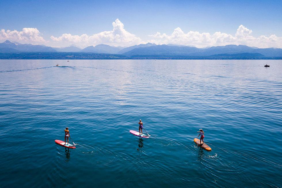 גולשים באגם ז'נבה, שווייץ  (צילום: EPA)