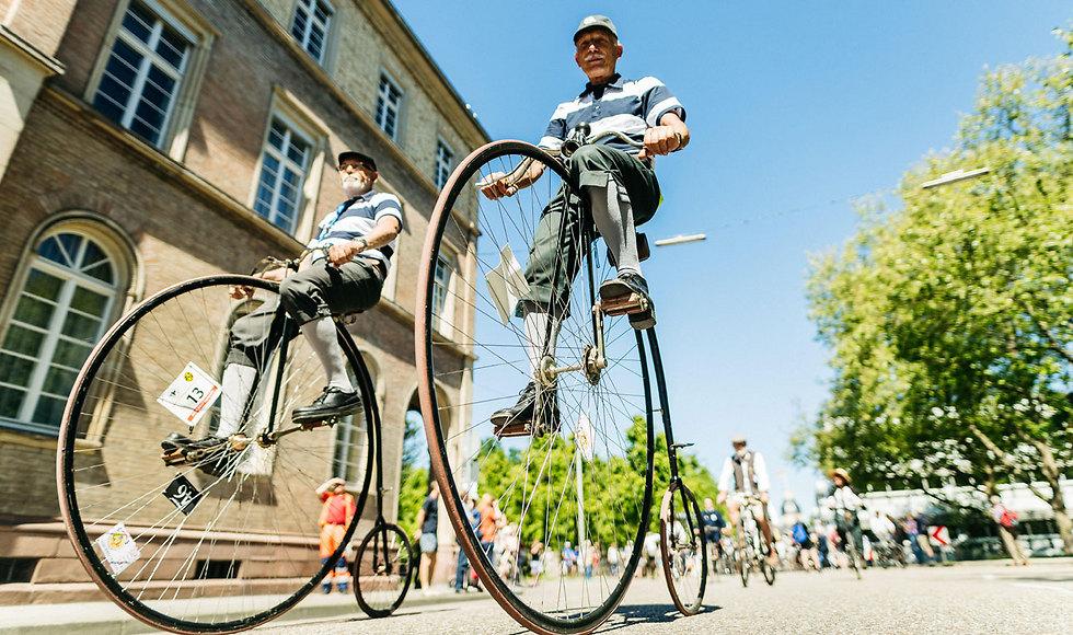 בעיר קרלסרוהה ערכו אירוע אופניים מיוחד לציון 200 שנה להמצאת הדרייזין, אב טיפוס של אופניים, על ידי הממציא הגרמני קרל פון דרייס (צילום: gettyimages)
