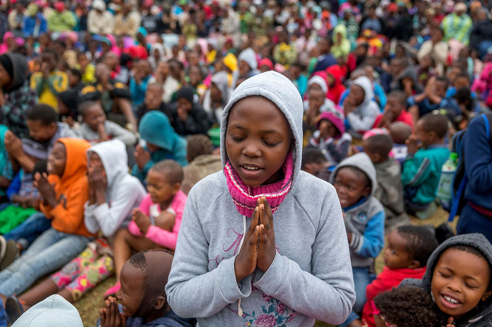 2,000 בני אדם משתתפים בשיעור מדיטציה בדרבן, דרום אפריקה (צילום: AFP)