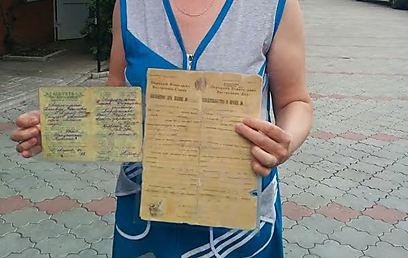 Документы выходцев из бывшего СССР. Фото: Тали Фаркаш