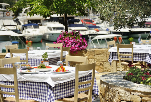 אוכל יווני לצלילי הבוזוקי. סלוניקי (צילום: Shutterstock)