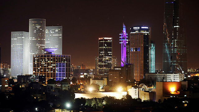 Tel Aviv at night (Photo: Reuters)