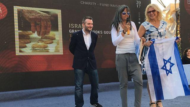 עם דגל ישראל, ברגע הזכייה בסין ()