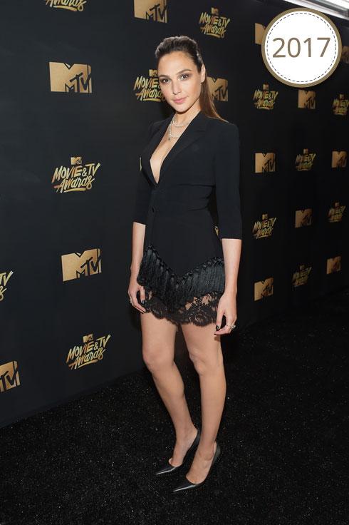 טקס פרסי הקולנוע של MTV, בשמלת טוקסידו שחורה של המותג Cinq a Sept, כחודש וחצי בלבד לאחר לידת בתה השנייה מאיה (צילום: Gettyimages)