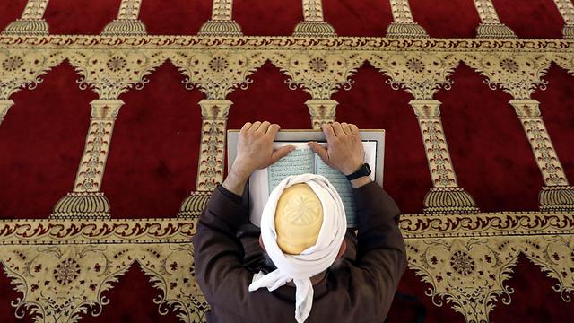 קוראים בקוראן. מערכות החינוך תרמו להקצנה (צילום: רויטרס) (צילום: רויטרס)