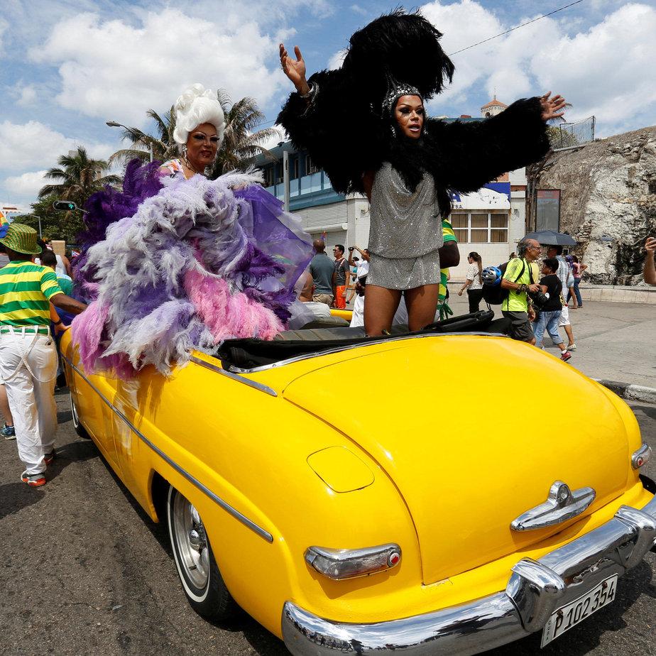 מצעד גאווה בהוואנה. עיר שהיא תערובת מדהימה של צבעים וריחות ורוח תוססת, יצרית ומלאת אנרגיה