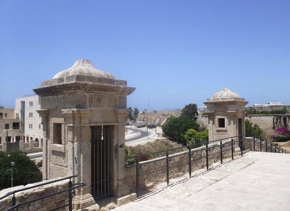 Сторожевые башенки восточной стены. Фото: Леон Левитас