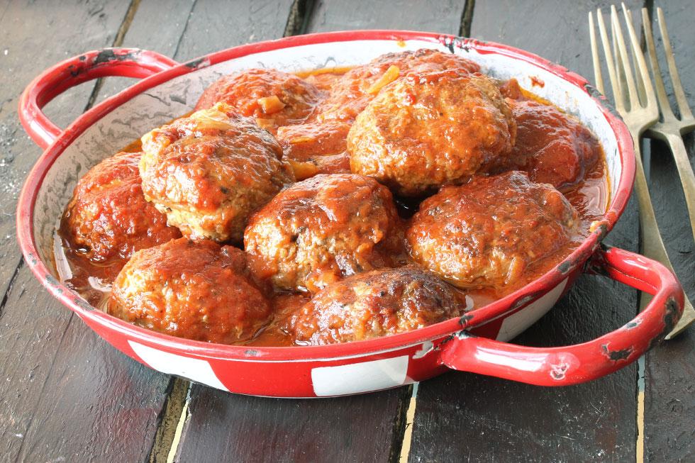 קציצות בשר ועוף ברוטב עגבניות (צילום, סגנון והכנה: אסנת לסטר)