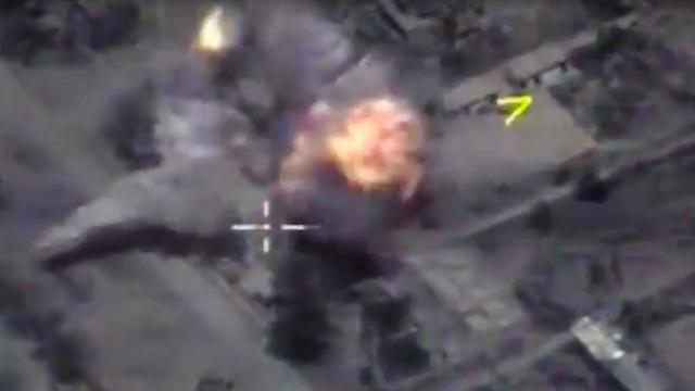 הפצצה רוסית בסוריה. מוסקבה נותנת תמיכה אווירת לאסד (צילום: AP)