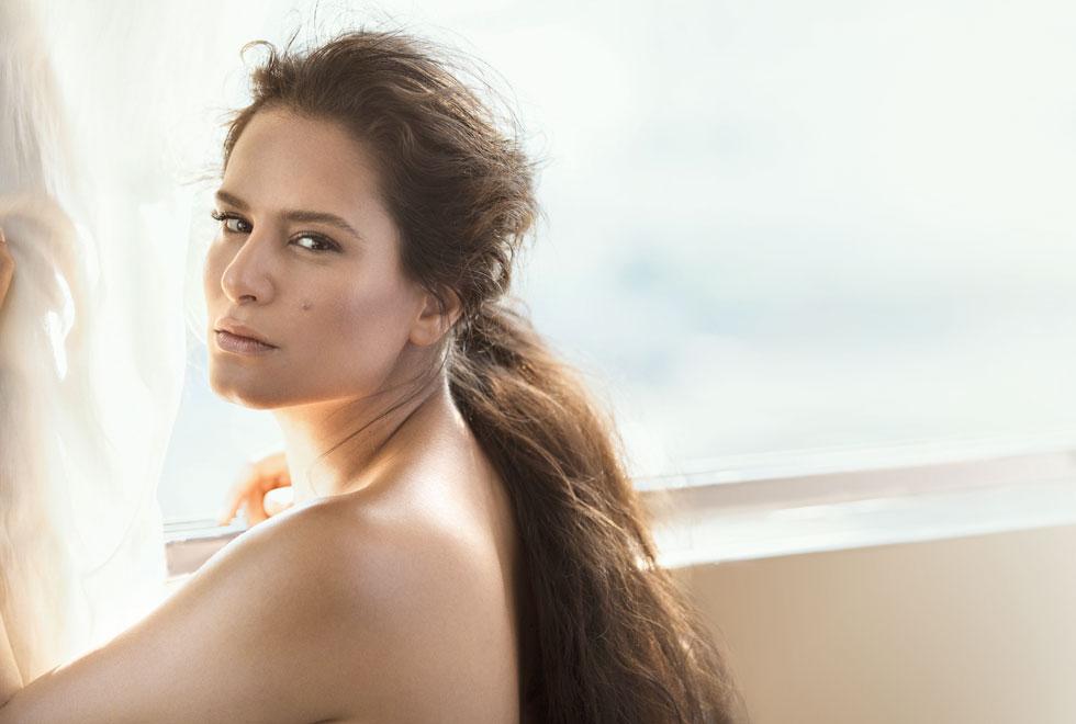 """מירי מסיקה. """"אני מרגישה היום הרבה יותר יפה וסקסית מאשר בגיל 30. אני בשיאי"""" (צילום: דניאל קמינסקי, סגנון: רנה גליקסמן ולימקה)"""