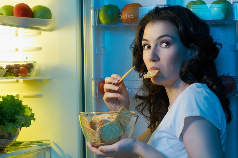 מצאת את עצמך מול המקרר ולא יודעת איך הגעת לשם? (צילום: Shutterstock)