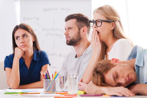 ישיבה משעממת היא לא סיבה לאכול בורקסים (צילום: Shutterstock)