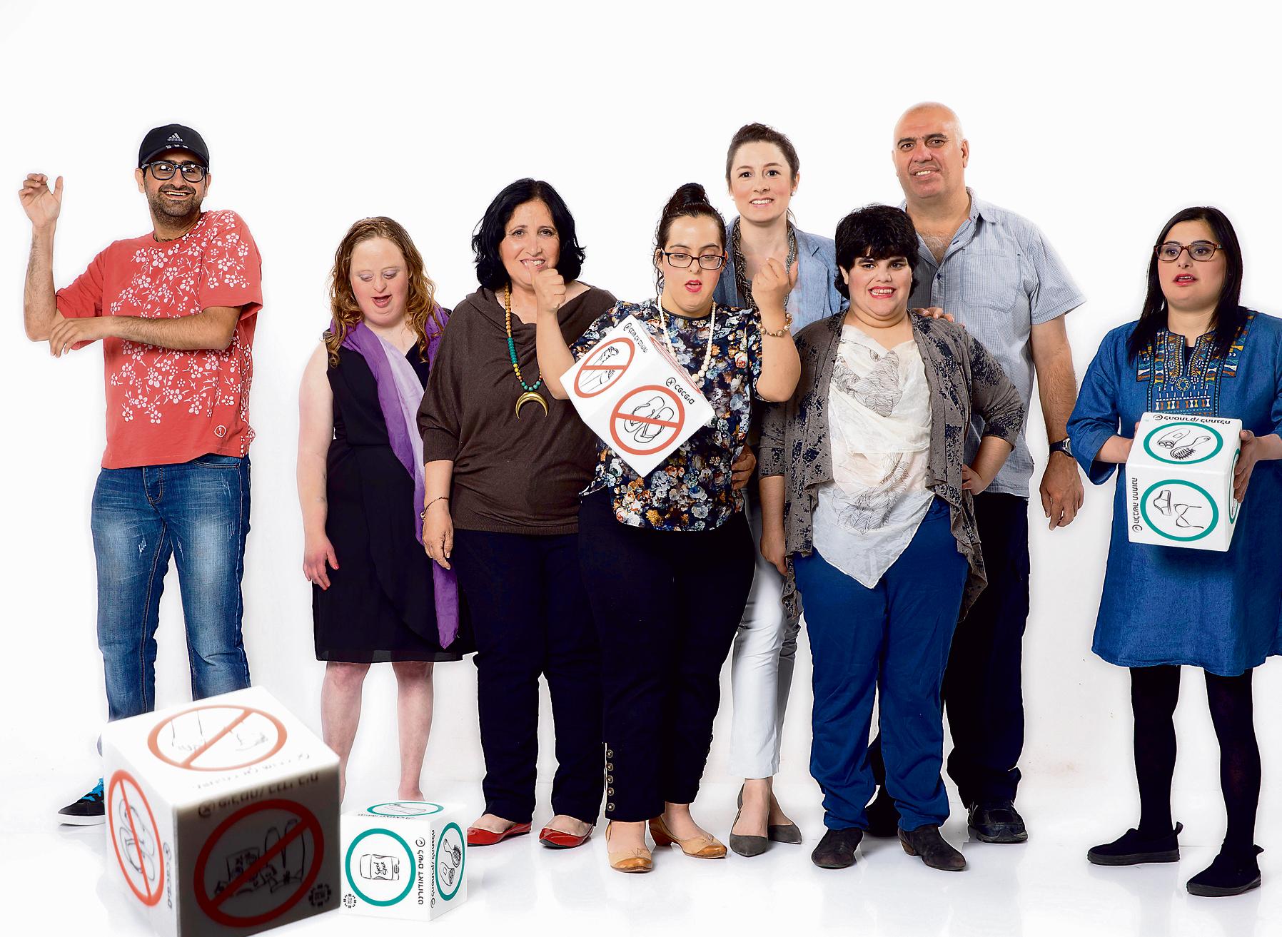 מימין: שרה יפרח, בת 27, מירב יצחק, בת 32, רמי טווינה, בן 49, רותי טרבס, בת 39, בת אל בוארון, בת 24, שושנה קנפו, בת 35, סאלי לוי, בן 27