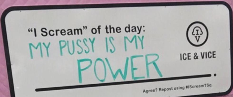 בכל יום כותבים הבעלים על הלוח את מה שהם חושבים שראוי למחאה. משפט היום