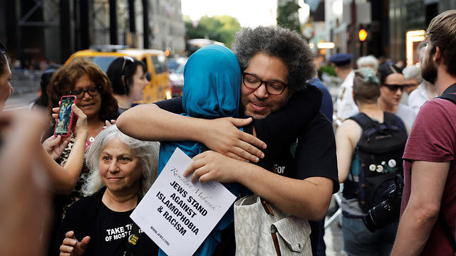 Sarsour hugging supporters (Photo: Reuters) (Photo: Reuters)