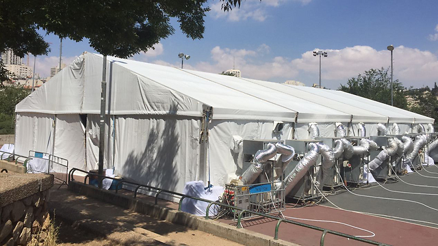 Protest tent set up by the parents in Jerusalem (Photo: Gil Yohanan)