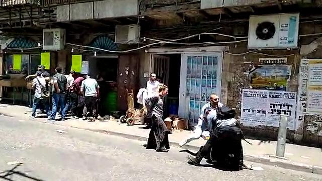 מעצר של חרדי, היום במאה שערים (צילום: קבוצת מחאות החרדים הקיצוניים)