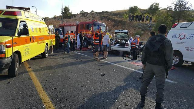 """התאונה בגוש עציון, גבר כבן 40 נהרג (צילום: תיעוד מבצעי מד""""א) (צילום: תיעוד מבצעי מד"""