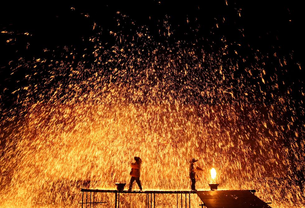 חזרה גנרלית לקראת פסטיבל מסורתי בג'אנגג'יאקו, סין (צילום: רויטרס)