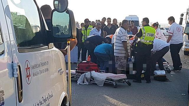 """זירת התאונה באזור לקיה, היום (צילום: חליל אלסייד תיעוד מבצעי מד""""א) (צילום: חליל אלסייד תיעוד מבצעי מד"""