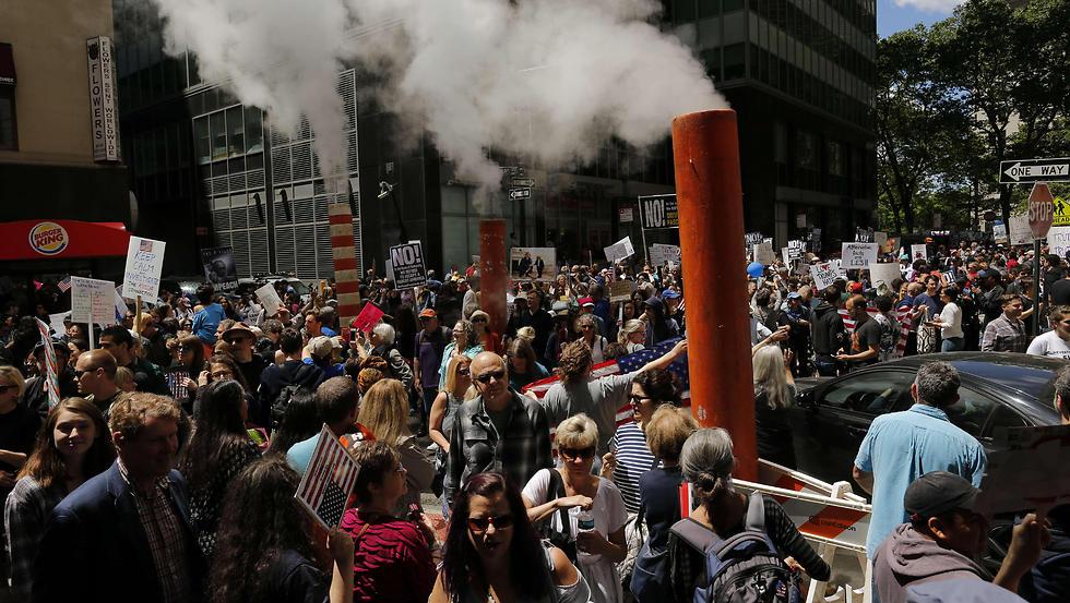 הפגנה נגד היציאה, השבוע בניו יורק (צילום: AFP)