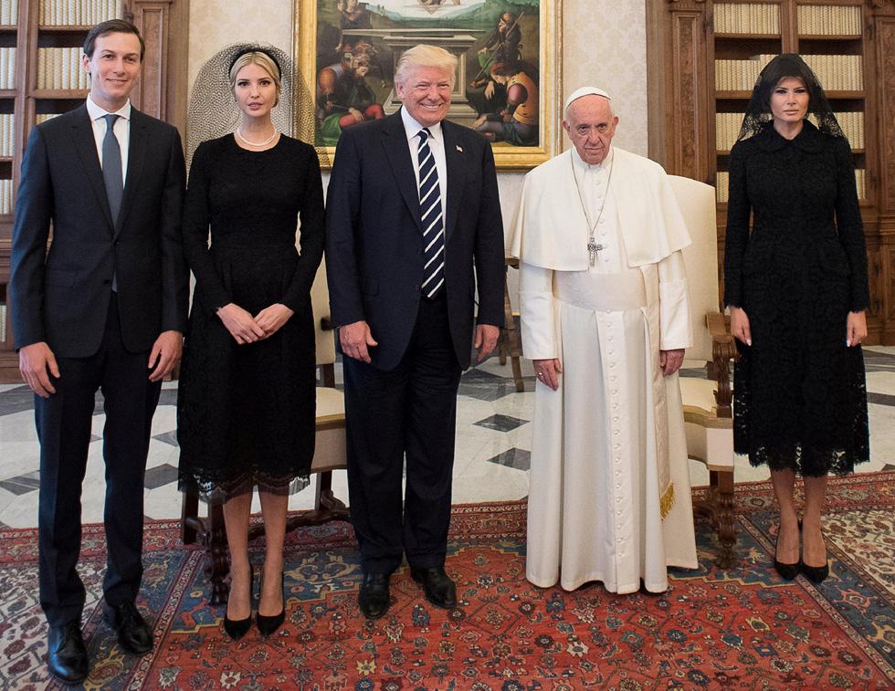 המראה הצנוע המשיך גם בביקור באיטליה, ובמיוחד במפגש עם האפיפיור (צילום: Reuters)