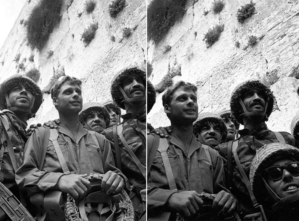 7 ביוני 1967, הכותל המערבי בירושלים: בפריים הימני לכדה המצלמה את חיים אושרי (מימין) ואת יצחק יפעת, ואיתם צנחנים נוספים; בשמאלי מופיע גם ציון קרסנטי (משמאל), שנכנס לצילום המפורסם. יפעת מתבלט בכך שהוא היחיד מבין המצולמים שאינו חובש קסדה (צילום: דוד רובינגר)