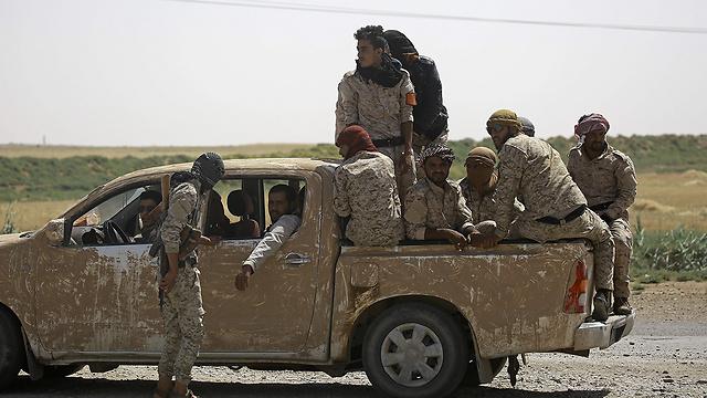 מורדים סורים באזור א-רקה (ארכיון) (צילום: AFP)